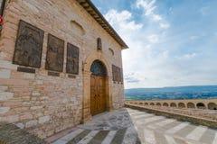 在阿西西,翁布里亚,意大利海岸线的中世纪大厦  免版税库存照片