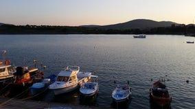 在阿赫托波尔和小船的日落 库存照片