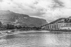 在阿达河河的风景看法在中央莱科,意大利 免版税库存图片