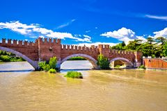 在阿迪杰河的Castelvecchio桥梁在维罗纳 库存照片