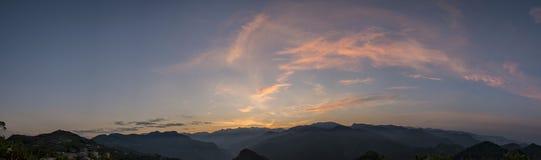 在阿里山附近的国家旁边风景 免版税库存照片