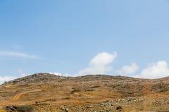 在阿鲁巴的沙漠小山 免版税库存图片