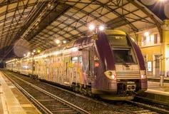 在阿维尼翁驻地的地方火车TER 2N NG 免版税库存照片
