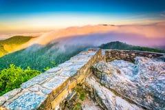 在阿巴拉契亚山脉的低云日出的,看从 库存图片