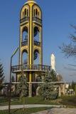 在附近圣母玛丽亚的纪念碑的教堂钟塔在市哈斯科沃,保加利亚 库存照片