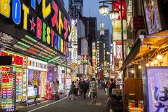 在附近的街道在新宿区,东京 免版税图库摄影