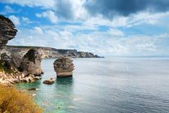 在陆间海的峭壁在波尼斯奥,Corse,法国 库存照片