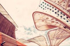 在陈列商展2015年,米兰,红色过滤器的未来派屋顶 库存照片