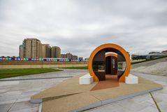 在陈列的入口在盖达尔・阿利耶夫公园 免版税库存图片
