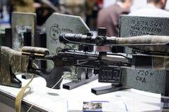 在陈列的新的狙击步枪 图库摄影