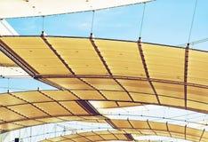 在陈列空间的未来派屋顶 免版税库存照片