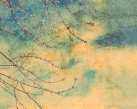 在降雪的冬天树在葡萄酒纸 图库摄影