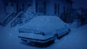 在降雪的汽车在晚上 股票视频