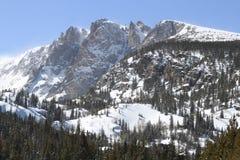 在降雪以后的落矶山 免版税库存图片