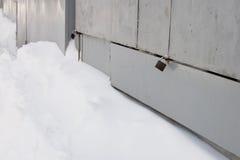 在降雪以后的铁门 库存照片