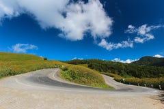 在陡坡的U形曲线危险 库存照片