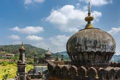 在陵墓的圆顶王侯坟茔领域的,马迪凯里印度 免版税库存图片