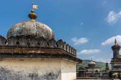 在陵墓的圆顶王侯坟茔领域的,马迪凯里印度 库存图片