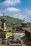 在陵墓的圆顶王侯坟茔领域的,马迪凯里印度 免版税库存照片