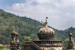 在陵墓的圆顶王侯坟茔领域的,马迪凯里印度 库存照片