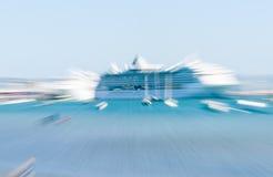 在陶朗阿新西兰港的抽象游轮  免版税库存照片