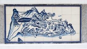 在陶瓷墙壁上的艺术图画在澳门行政区划(IACM) -民政总署大楼里面1999 A d 库存图片
