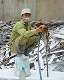 在陶瓷工厂供以人员工作在下龙湾越南 库存照片