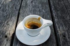 在陶瓷杯子的浓咖啡咖啡 库存图片