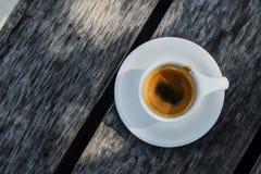 在陶瓷杯子的浓咖啡咖啡 免版税库存图片