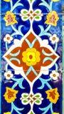 在陶瓷砖的传统乌兹别克人样式在清真寺的墙壁上 图库摄影