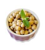 在陶瓷碗的鹰嘴豆豆 免版税库存图片