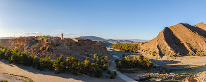 在陶陶, Oued Tissint,摩洛哥附近的Trit镇 免版税库存照片