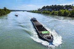 在隆河的一艘驳船 库存图片