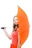在隐藏伞妇女之后 免版税图库摄影