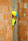 在隐藏的二墙壁之后的建筑师 免版税图库摄影