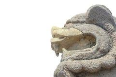 在隔绝的石狮子雕象 免版税库存图片