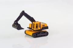 在隔绝的挖掘机玩具 免版税库存照片