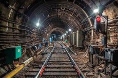 在隧道地铁的火车 免版税图库摄影
