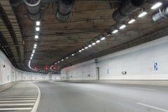 在隧道的光足迹 免版税图库摄影