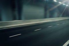 在隧道的未来派行动迷离路 免版税库存照片