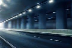 在隧道的未来派行动迷离路 库存图片