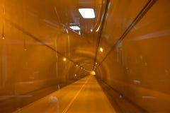 在隧道的橙色光 免版税库存照片