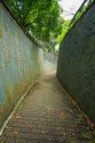 在隧道的石步行方式在堡垒装于罐中的公园,新加坡 库存图片