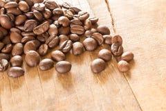 在难看的东西木背景的咖啡 库存图片