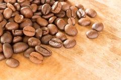 在难看的东西木背景的咖啡 免版税库存照片