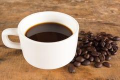 在难看的东西木背景的咖啡 免版税库存图片