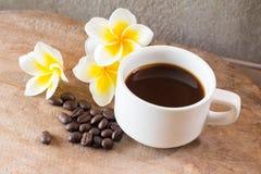 在难看的东西木背景的咖啡 免版税图库摄影