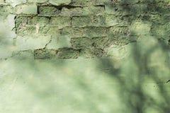 在难看的东西样式,织地不很细背景的老被佩带的老砖墙 免版税库存图片