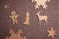 在难看的东西背景的圣诞节装饰 图库摄影