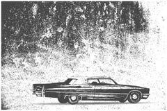 在难看的东西背景的老汽车 免版税库存图片